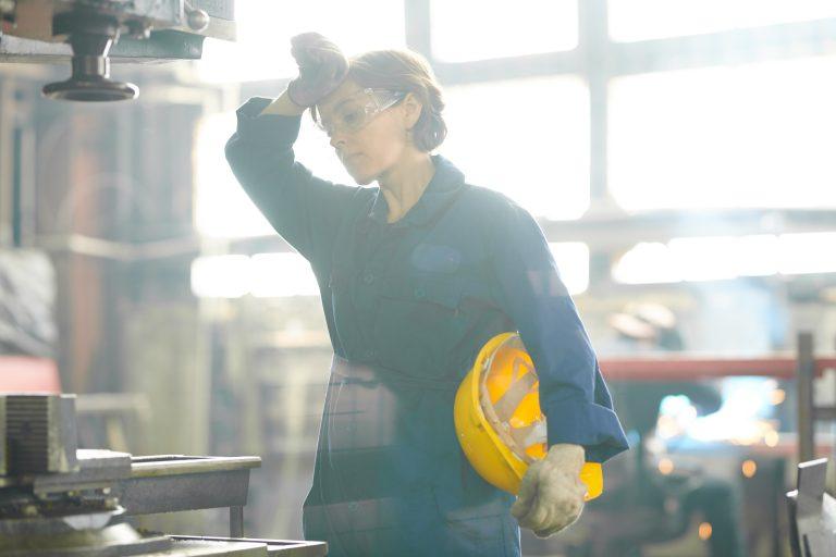 donna operaio Sistemi raffrescamento aria